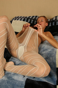 Stretchy pantyhose to peep at her own pussy